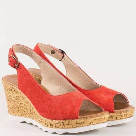Български дамски сандали на комфортно клин ходило от естествен велур в червен цвят с кожена стелка  341963vchv