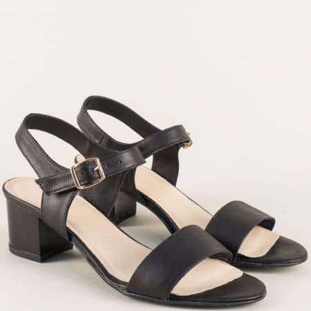 Кожени дамски сандали в черен цвят на среден ток 38205ch