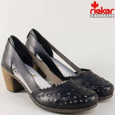 Перфорирани дамски обувки в черен цвят на среден ток 40985ch