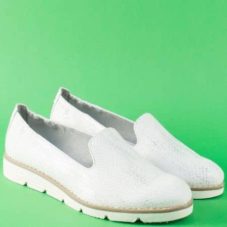Равни дамски обувки в бяло със змииски принт- S.Oliver 524617zb