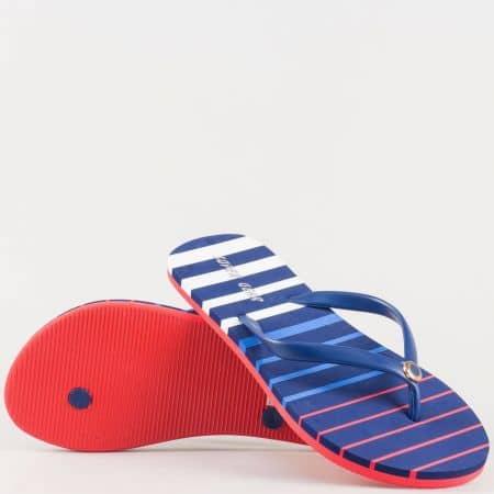 Дамски актуални джапанки на цветно райе с лента между пръстите и малък декоративен елемент- Athletic в червено, бяло и синьо 536chv