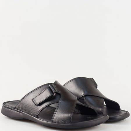 Актуален и удобен модел мъжки чехли, изпълнени в черна естествена кожа 5419ch
