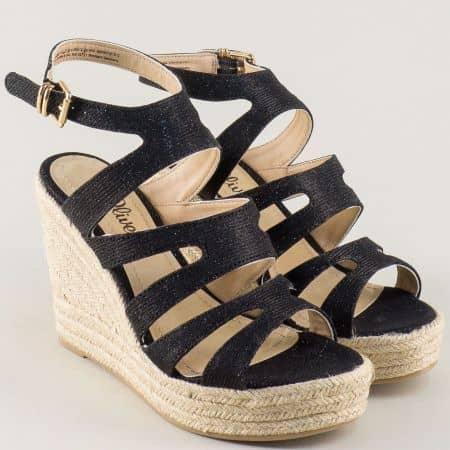 Черни дамски сандали S. Oliver на висока платформа 5528312ch