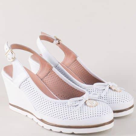 Бели дамски обувки с отворена пета и кожена стелка 5611b