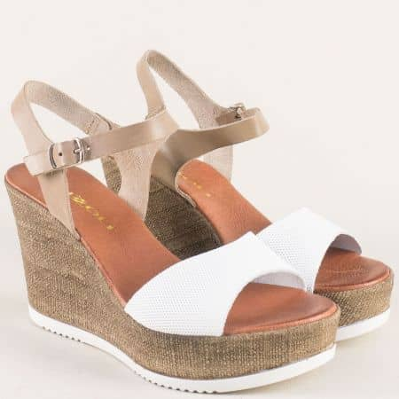 Кожени дамски сандали на платформа в бежово и бяло 5631504b