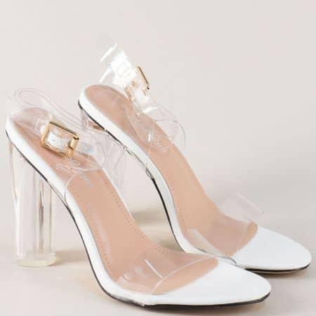 Ефектни дамски сандали в бял цвят на висок прозрачен цвят 58553b