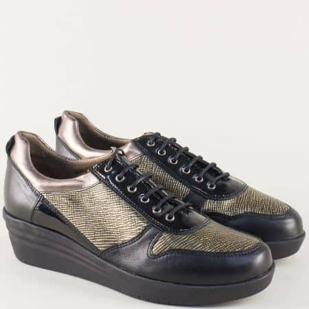 Кожени дамски обувки на клин ходило в черно и златно 6000100ch