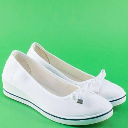 Бели дамски обувки с панделка на клин ходило 6006b