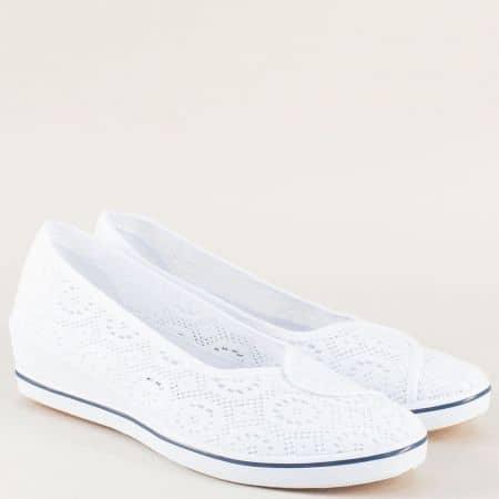 Текстилни дамски обувки на клин ходило в бяло 6030b