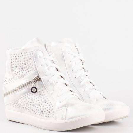 Дамски комфортни боти със спортно-елегантна визия в бял цвят 6046b