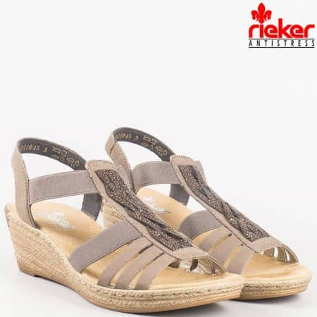 Комфортни дамски сандали - шити на платформа от естествен набук в бежово и кафяво на швейцарският производител Rieker 62479k