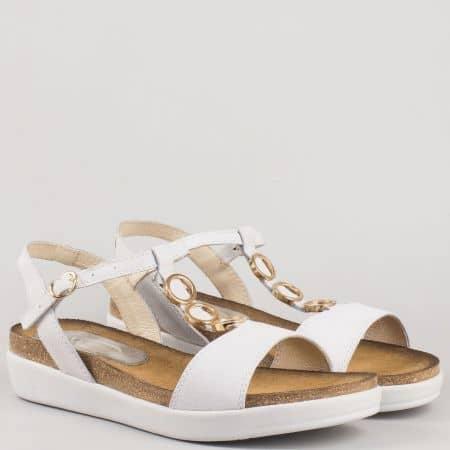 Дамски български сандали с метален орнамент на платформа от естествена кожа в бяло 63415b