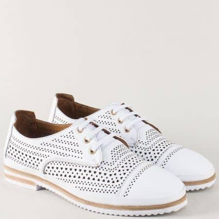 Бели дамски обувки от перфорирана естествена кожа  650140b