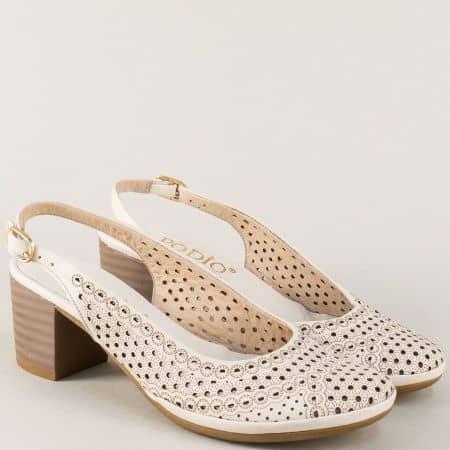 Бежови дамски обувки с перфорация на среден ток от естествена кожа 671229bj