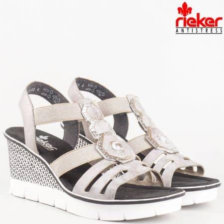 Модерни дамски сандали на платформа Rieker в сив цвят с метални орнаменти 68550sv