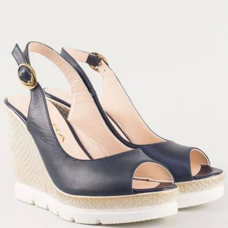 Ефектни дамски сандали в син цвят на клин ходило от естествена кожа изцяло 698113s