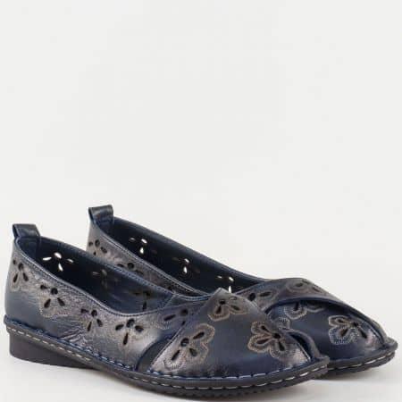 Дамски ежедневни обувки, тип балерина, произведени от изцяло естествена кожа с лазерна перфорация в тъмно син цвят 706ts