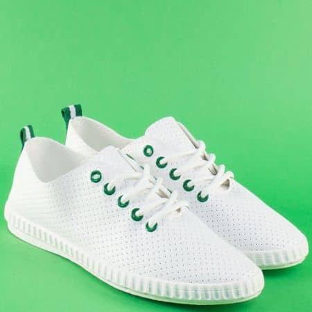 Бели дамски кецове с елементи в зелено на равно ходило  7286-40bz