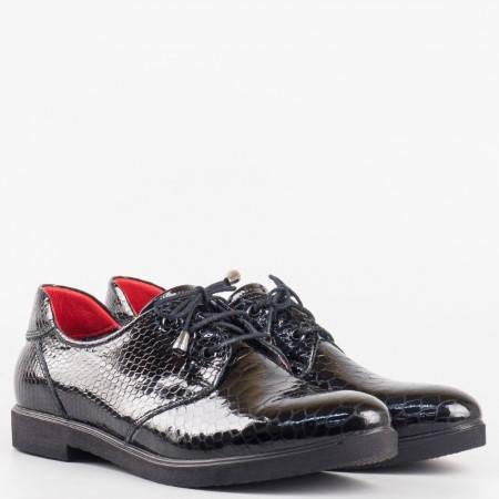 Дамски комфортни обувки произведени от висококачествен естествен лак с кроко принт в черен цвят 7476175krch