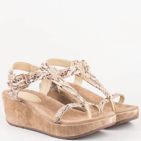 Дамски сандали между пръста на клин ходило- Lazamani със змийски принт 75375bj