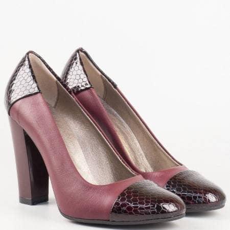 Дамски обувки от естествена кожа на висок ток с кроко мотив в цвят бордо 75bd