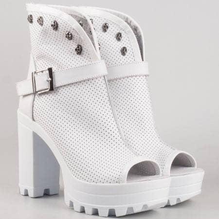 Дамски летни обувки произведени от 100% естествена кожа с перфорация на български производител в бял цвят 760b