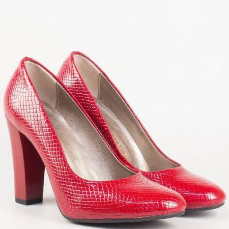 Червени дамски обувки на висок ток със змийски принт 78zchv