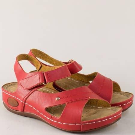 Дамски сандали в червен цвят на комфортно и стабилно ходило 820026chv