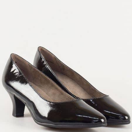 Дамски лачени обувки на среден ток в черен цвят на утвърденият немски производител Jana 822466lch