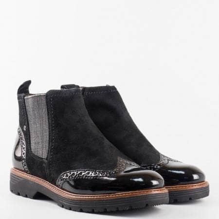 Дамски боти на немската марка Jana в комбинация от естествен велур и лак в черен цвят 825400vch