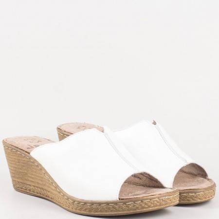 Дамски чехли на платформа от бяла естествена кожа, производител Jana 827210b