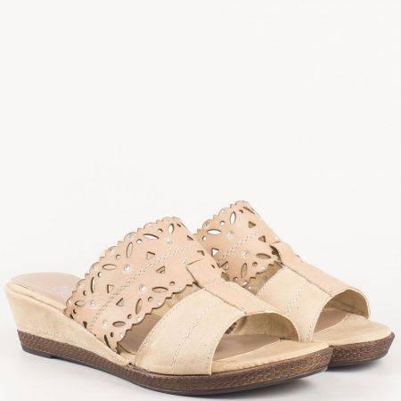 Дамски бежови чехли на платформа от перфорирана естествена кожа с камъни- Jana   827201bj