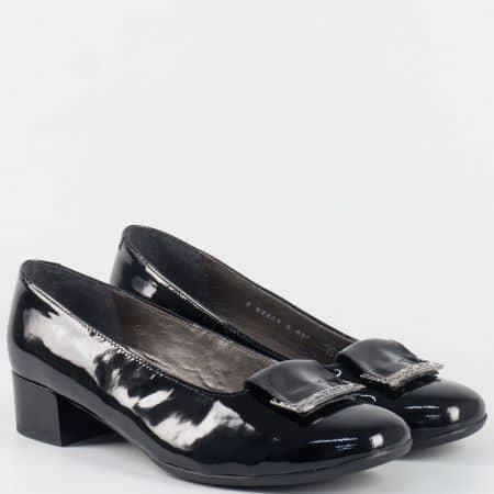 Лачени дамски обувки на нисък ток  в черен цвят- ALPINA с кожена стелка 82861lch