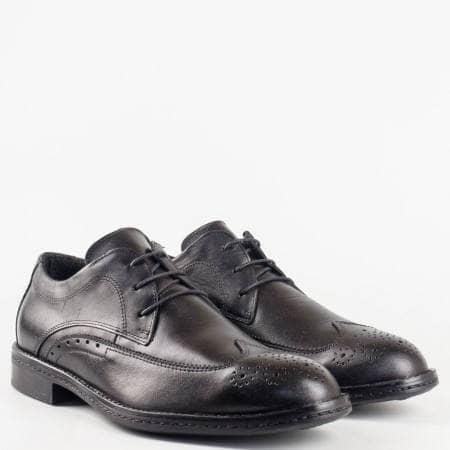 Елегантни мъжки обувки в черен цвят от естествена кожа с връзки  и декорация от лазерна перфорация m8331ch