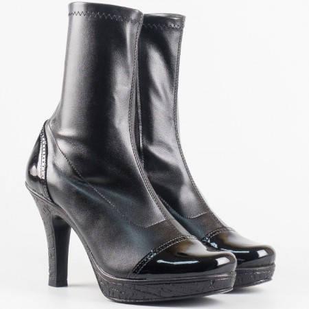 Дамски боти в комбинация от стреч материал и лак на висок ток от български производител в черен цвят 8358006chlch