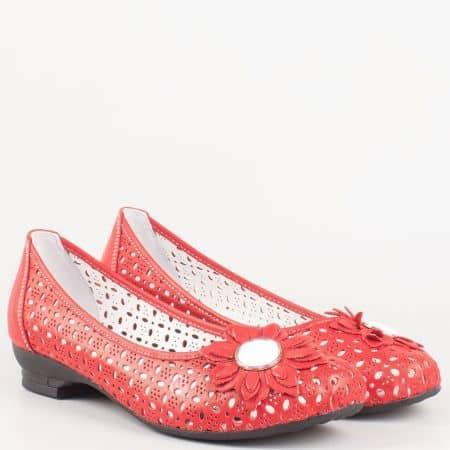 Перфорирани дамски обувки на нисък ток от червена естествена кожа с перфорация- български производител 83chv