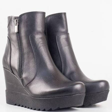 Дамски стилни боти със сая от естествена кожа на удобно клин ходило в черен цвят 840316ch