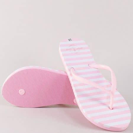 Розови дамски джапанки между пръстите на равно и комфортно ходило  845-40rz