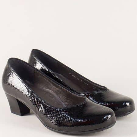 Лачени дамски обувки в черен цвят на среден ток 8548lch