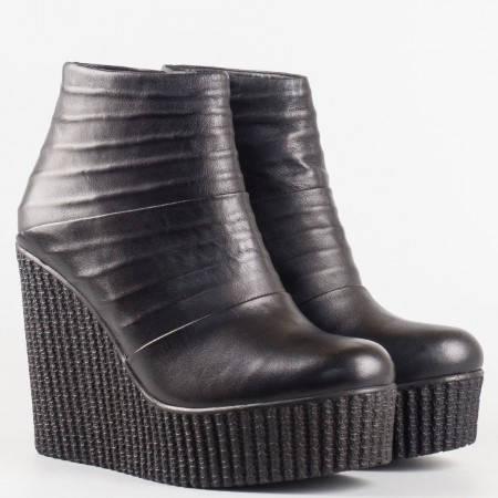 Дамски елегантни боти със сая изработена от висококачествена естествена кожа в черен цвят 8623ch