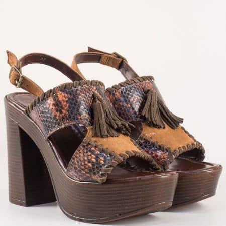 Холандски дамски сандали на висок стабилен ток от естествена кожа в тъмно кафяв цвят- Bullboxer със свободно падащи пискюли  881004kk