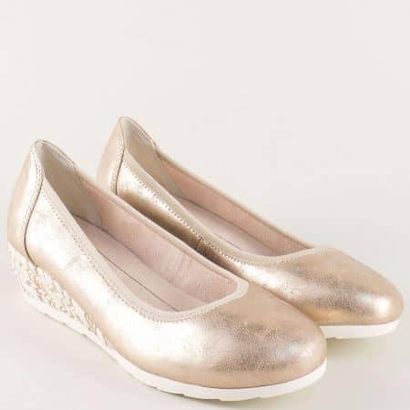 Златисти дамски обувки на платформа с декорация- Jana 8822363zl