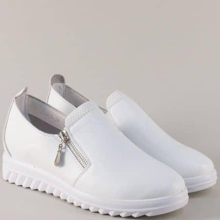 Бели спортни обувки на платформа с ластик и цип 8825b