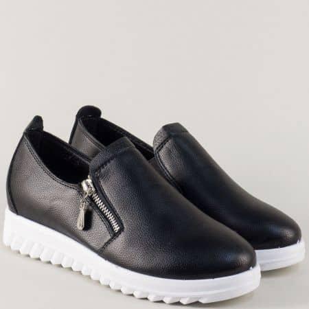 Спортни дамски обувки в черен цвят на удобна платформа 8825ch