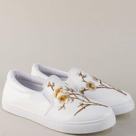 Бели дамски обувки на равно ходило с ластици 8987bk