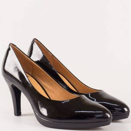 Класически дамски обувки на висок ток- Caprice от естествен черен лак 922410lch