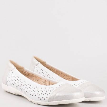 Равни перфорирани балерини в бяло от естествена кожа и лак- Caprice 922550b