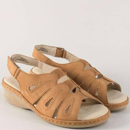 Кафяви дамски сандали на клин ходило от естествен набук 928250nk