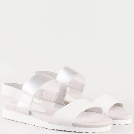 Дамски семпли сандали изработени от висококачествена естествена кожа и текстил в бял и сив цвят 928603b