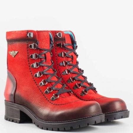 Дамски стилни боти на удобно грайферно ходило със сая от естествен набук в червен цвят 945nchv